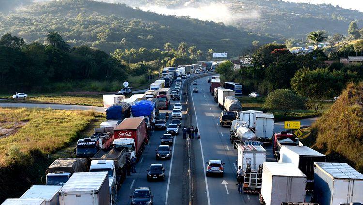 greve-dos-caminhoneiros-2015